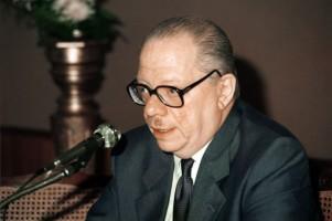 Prof. J A Livraga at a conference in Valencia